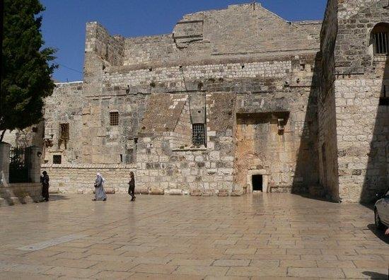 Bethlehem: ingresso chiesa natività