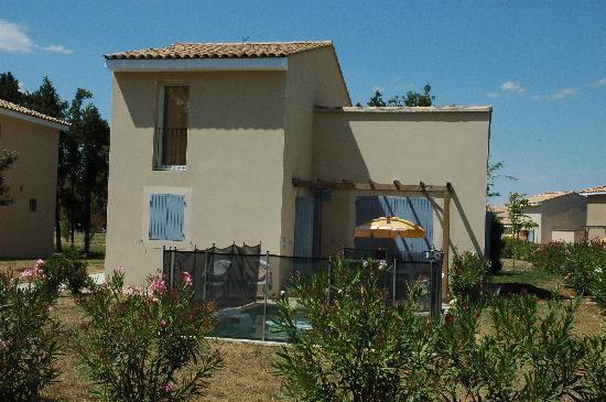 Saint Saturnin les Avignon, Frankreich: les villas 8 pers avec piscine