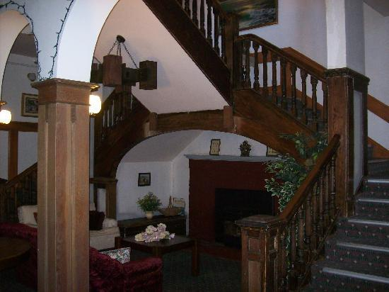 Rodmay Heritage Hotel: staircase
