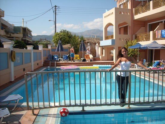 Missiria, Grecia: Me at the pool
