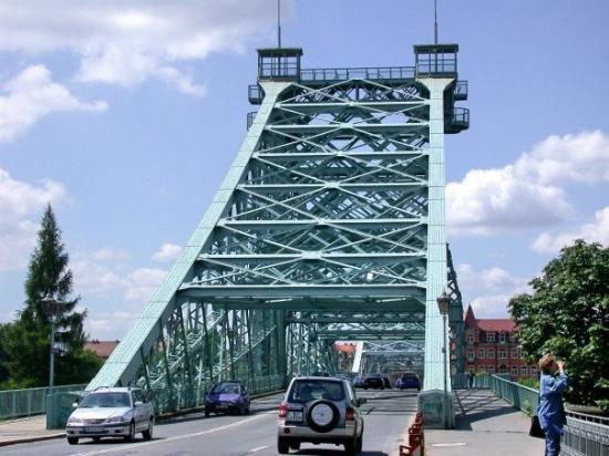 """Blaues Wunder (Loschwitzer Brücke): Dresden 2002 Das Teil hier heisst offiziell das """"Blaue Wunder"""" und führt am östlichen Stadtrand"""