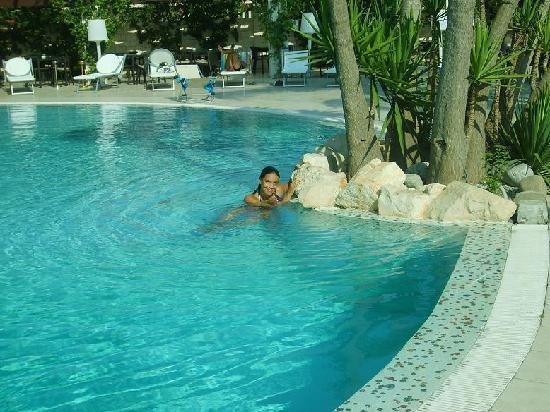Pulsano, Italy: la meravigliosa piscina del grillo