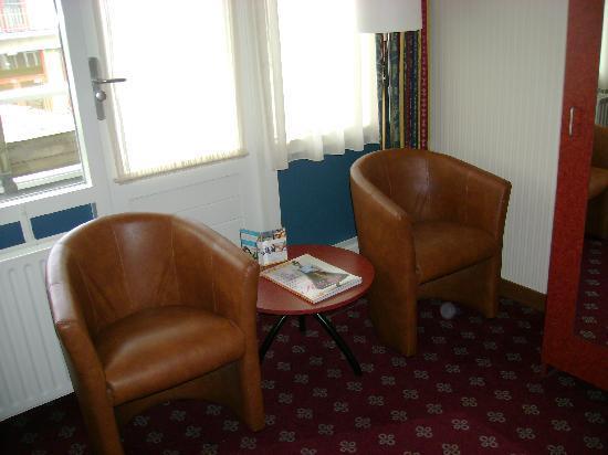 Golden Tulip Beach Hotel Westduin Vlissingen: le coin salon dans la chambre
