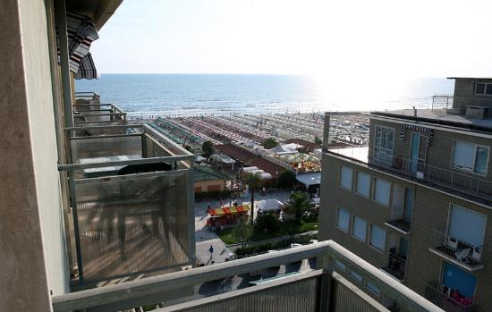 ‪‪Lido Di Camaiore‬, إيطاليا: Balcony View 2‬