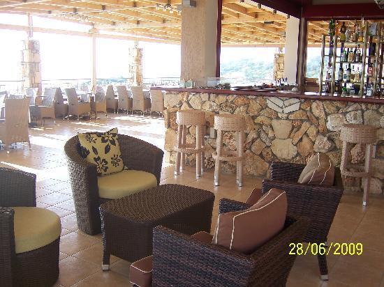Dionysos Village Resort : Restaurant overlooking pool