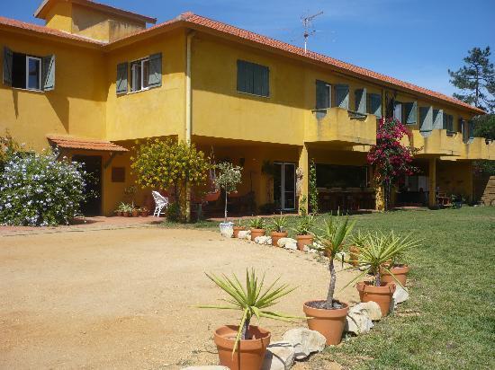 Quinta de Sao Jose : Fachada con zona de juegos para niños y aparcamiento