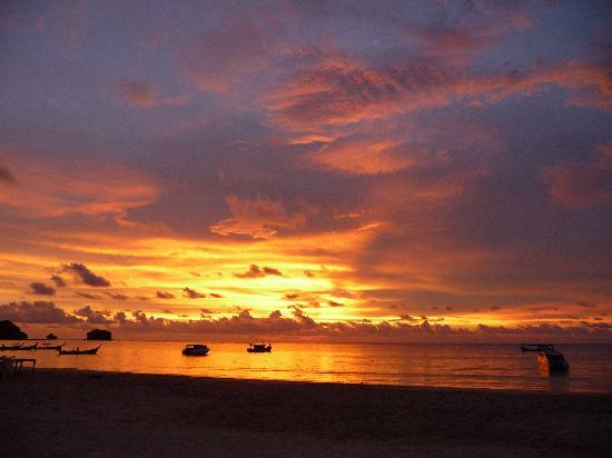 Indigo Pearl: amazing sunset, Nai Yang Beach