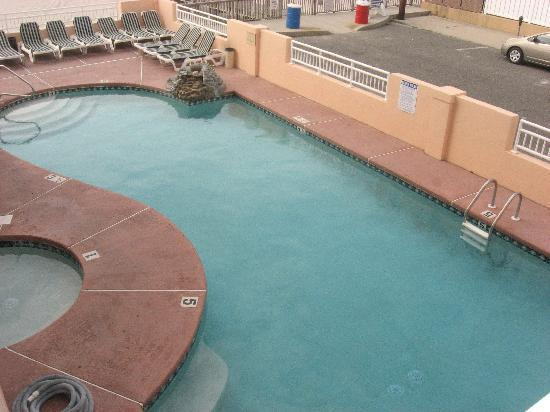 Beau Rivage Beach Resort: The pool