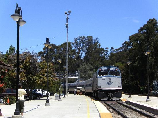 San Luis Obispo, Kalifornia: サンルイスオビスポ駅に列車到着