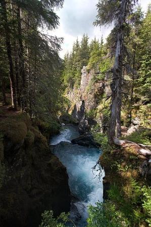 """Hotel Alyeska : Glacier Creek 60°59'28"""" N 149°04'36"""" W"""