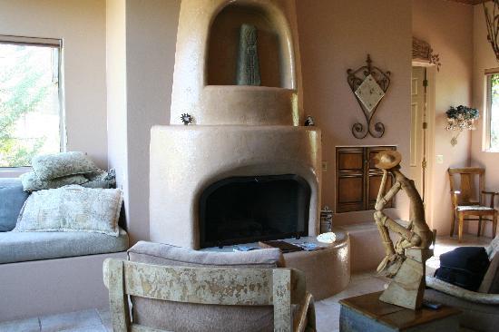 Adobe Village Inn: Inside of villa