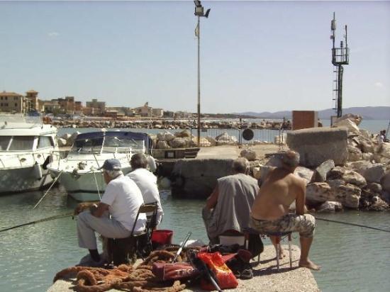San Vincenzo, Italia - Chi dorme non piglia pesci...