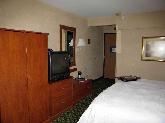 Hampton Inn Portland Clackamas: 4th Floor King Room