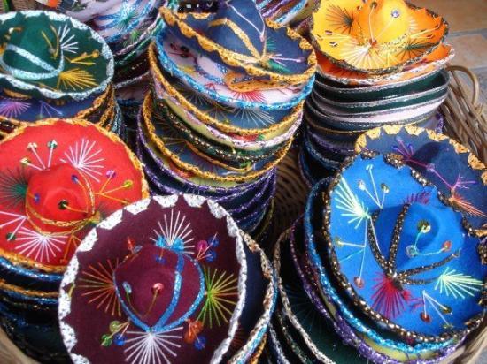 Massor med mini-sombreros. - Picture of Playa del Carmen ad48413ff9a