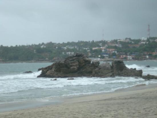 Playa Zicatela: Puerto Escondido, México piedras