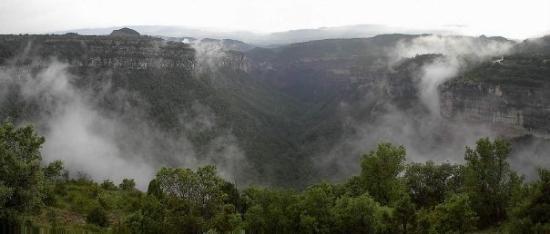 Tavertet - Vall de Bala. Boira desprès d'una forta pluja.