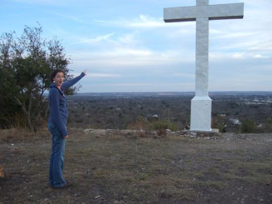 เฟรเดอริคเบิร์ก, เท็กซัส: Cross Mountain