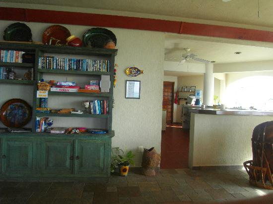 Tankah Inn: The kitchen and dining area