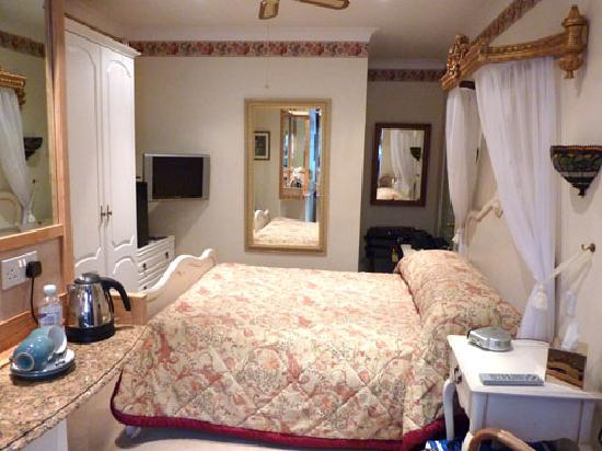 Burswood Guest House: Holly Room
