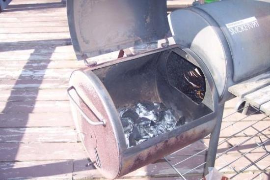 Sedalia, Μιζούρι: Mesquite Wood is the key to the smoke