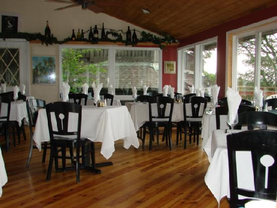 Archer's Mountain Inn: Inside restaurant