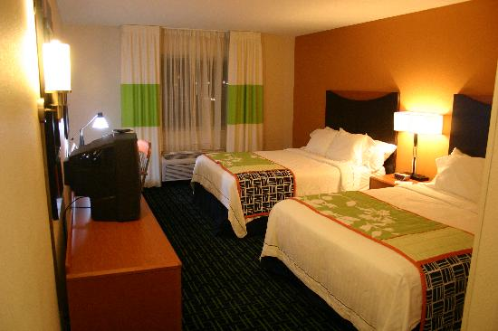 Fairfield Inn Mankato: two queen room 1