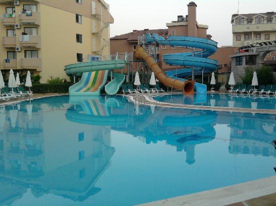 Grand Seker : piscine