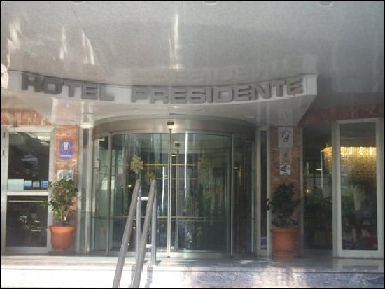 Presidente Hotel: The hotel entrance