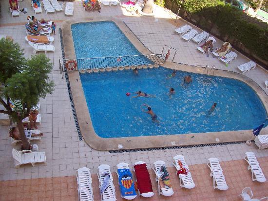 Gala Placidia Hotel : piscina por la mañana