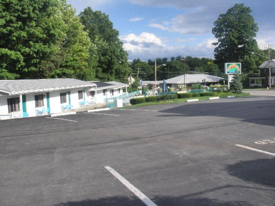 Brookside Motel: Some of the motel rooms