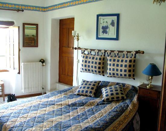 La Capitelle Hotel : La chambre, très joliment décorée