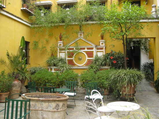Las Casas de la Juderia: another patio
