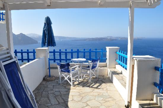 Hotel Atlantida Villas: and another view of the deck