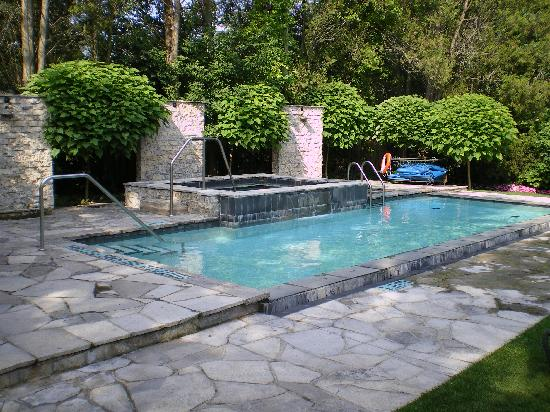 Pool Picture Of Oban Inn Spa And Restaurant Niagara On The Lake Tripadvisor