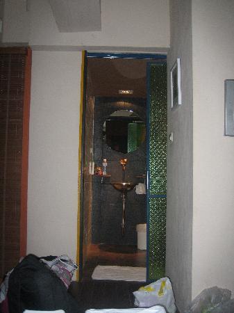 โรงแรมไดมอนด์ เฮ้าส์: A poor picture o the bathroom