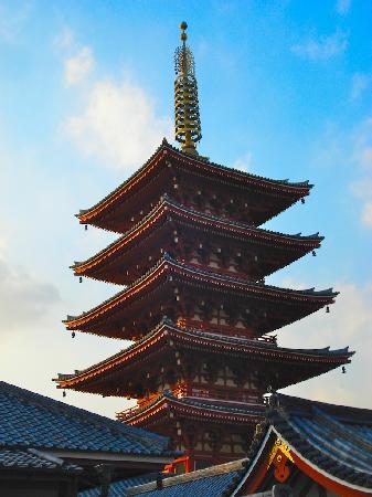 โรงแรมเดอะปรินท์ พาร์ค โตเกียว: Traditional pagoda located right beside hotel