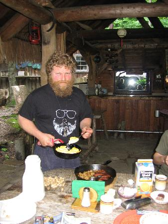 """Pollywogg Holler Eco-Resort: Mickey serving breakfast in the outdoor covered """"Pizza bar"""""""