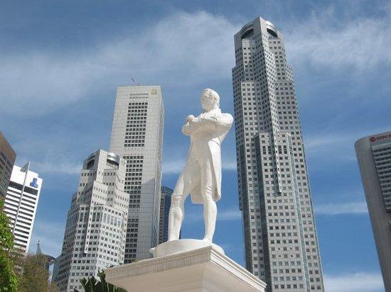 Statue of Raffles: Founder of modern Singapore Stamford Raffles.