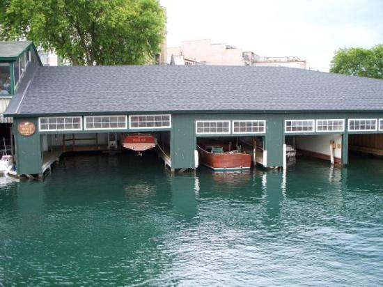 Skaneateles Lake: Boat House....The water was so clear...