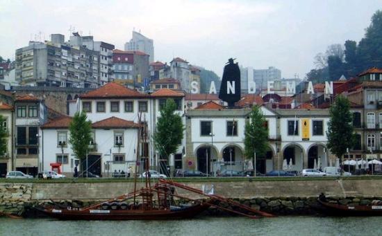 Vila Nova de Gaia, โปรตุเกส: CAIS DA ESTIVA - VINHO DO PORTO SANDEMAN
