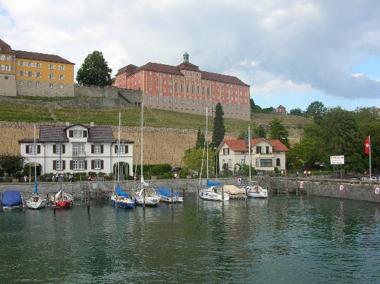 Meersburg (Bodensee), Deutschland: Schloss Meersburg beim Hafen