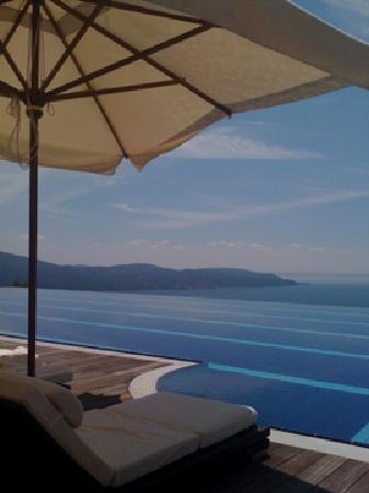 Lefay Resort & Spa Lago di Garda: La piscina sul lago!