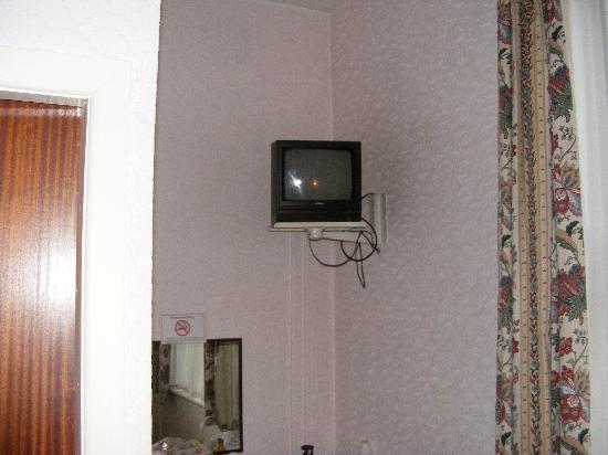 The Davenport: Small TV with no remote