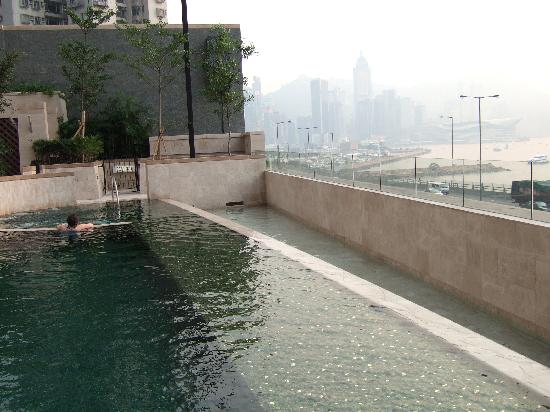 โรงแรมฮาร์เบอร์ แกรนด์ ฮ่องกง: The pool