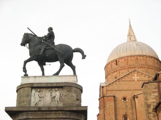 Monumento a Gattamelata: Gattamelata