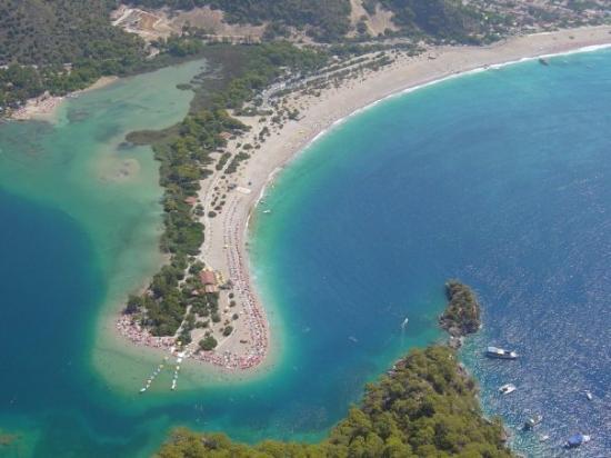 Plage d'Oludeniz (Lagon bleu) : Olu Deniz from the air - taken by me from a microlite.