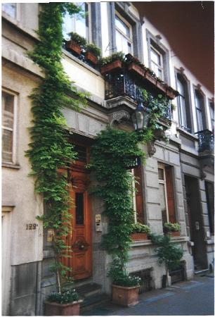 Hotel Les Bluets: La façade de l'hôtel