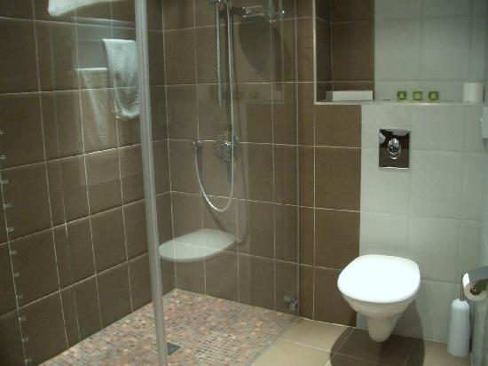 La Chaumiere: Das Bad (Dusche)