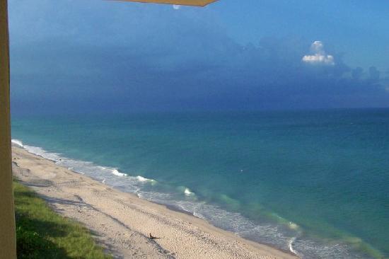 Courtyard Hutchinson Island Oceanside/Jensen Beach: Distant storm brewing viewed from 7th floor