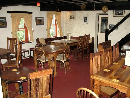 Kirkstile Inn: Pub seating area